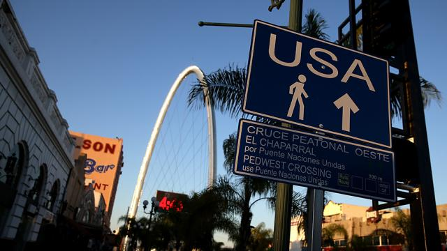 Sign pointing to US border
