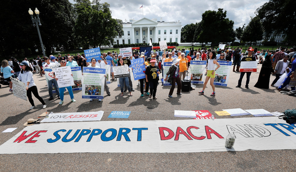 People demonstrating support for DACA