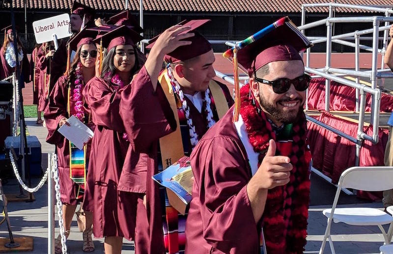 grads giving thumbs up